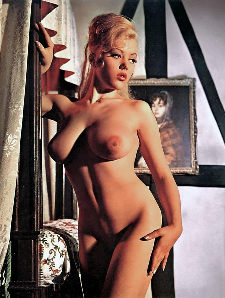 Margaret Nolan  nackt